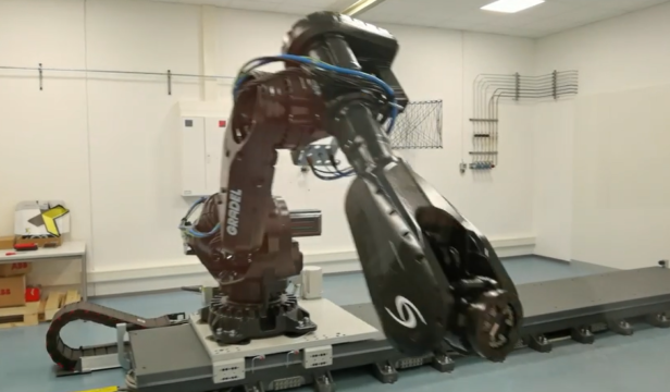 robot in joint lab